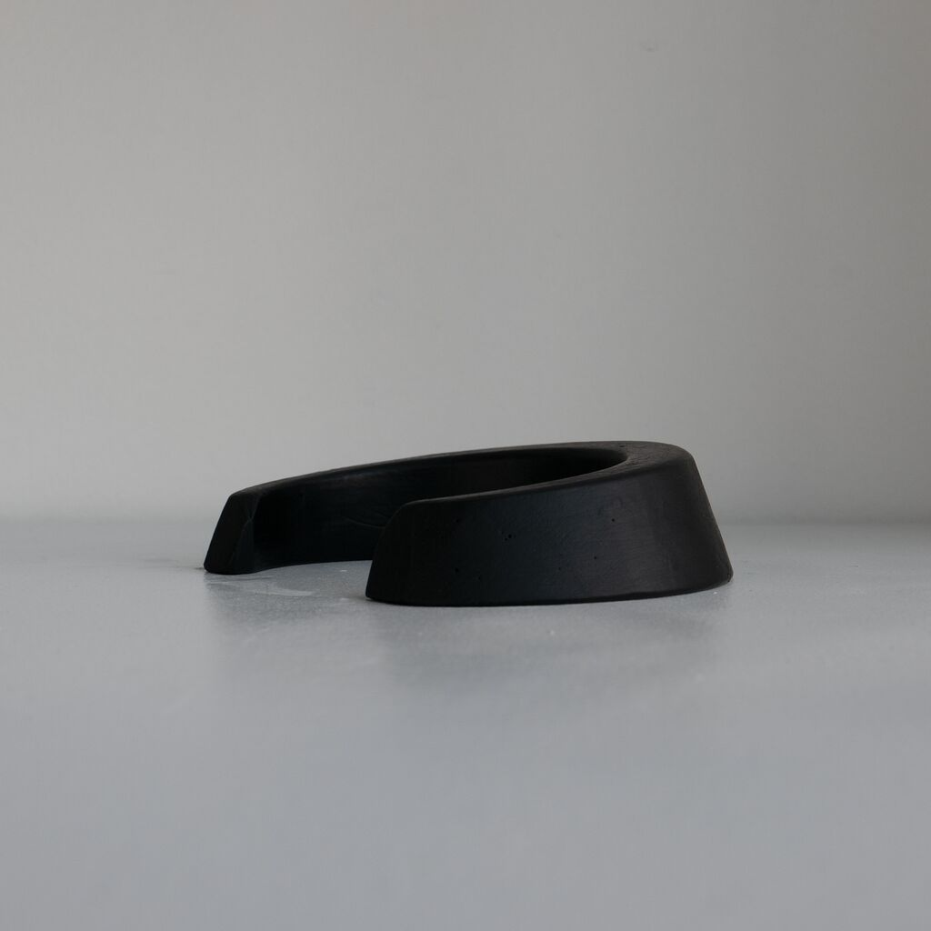 Putting Goal - Black Concrete