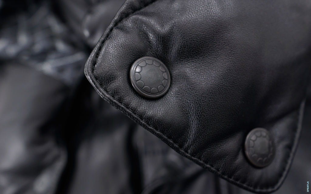 OriginalFake Chomper Accent Convertible Pebble Leather Down Jacket
